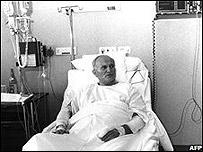 El Papa hospitalizado después de un atentado