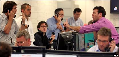 Corredores de bolsa en Londres (Foto de archivo)
