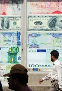 Casa de cambio con imágenes de monedas convertibles