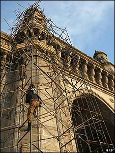 Indian army snipers climb up scaffolding on the historic Gateway of India
