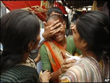 Mumbai residents grieve near Nariman House, the scene of one of the battles with gunmen