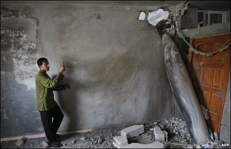 One Palestinian stepped close to photograph an unexploded Israeli bomb, which landed in a house.