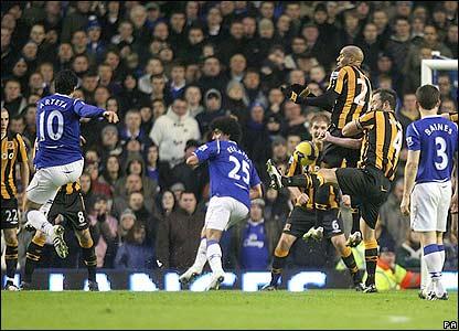 Arteta scores a wonderful free kick as Everton give Hull a footballing lesson.