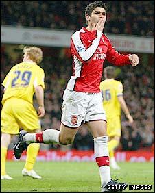 Eduardo thanks his fans after scoring a goal