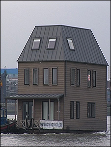 Floating home delivery (Image: TVE)
