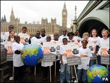 Young World Vision supporters from Luton and Milton Keynes gather with Yes You Can placards and t-shirts by Westminster Bridge