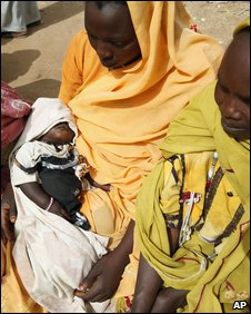 Displaced Sudanese women in Darfur, March 2009