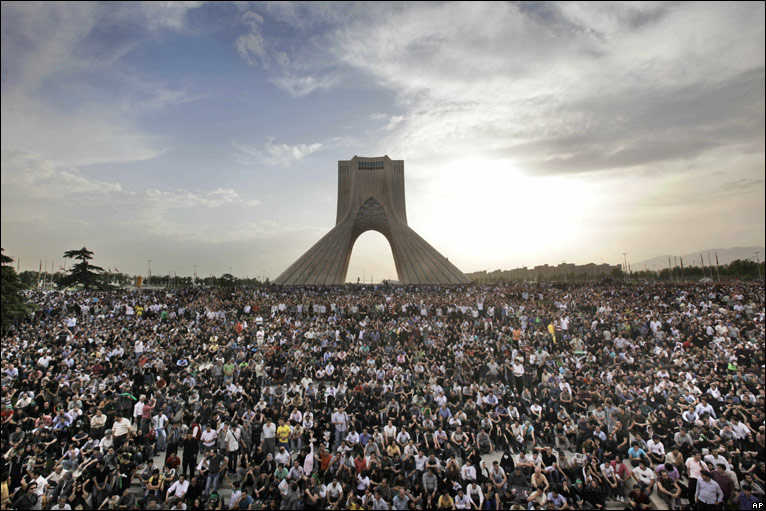 Supporters of opposition presidential candidate Mir Hossein Mousavi at a rally in Tehran, 15 June 2009