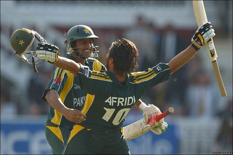 Afridi celebrates victory with team-mate Shoaib Malik