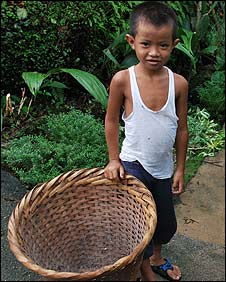 Child collecting litter in Mawlynnong