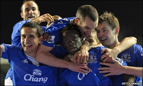Everton were delighted after Louis Saha scored the winner for Everton