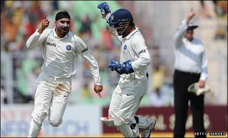 Another back breaking effort by Bhajji!