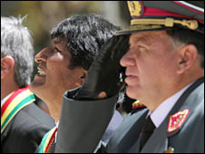 President Evo Morales and Bolivian army chief arlos Ramiro de la Fuente in La Paz. Photo: 23 March 2010