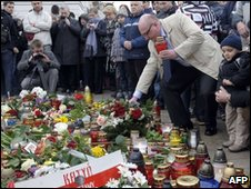 Flowers and candles laid outside presidential palace in Warsaw -  10 April 2010