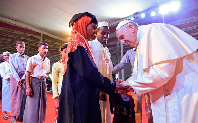Pope defends strategy of not naming Rohingyas while in Myanmar