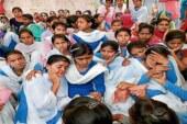 स्कूल छोड़ कर बैठ गयी हैं भूख हड़ताल पर लड़कियां