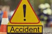 खड़े ट्रक से टकराई कार, दादा-पोती की मौत; 12 लोग घायल