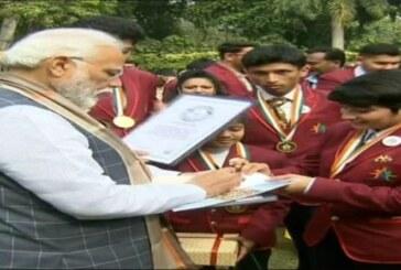 राष्ट्रपति के हाथों सम्मानित होने के बाद प्रधानमंत्री मोदी से मिले राष्ट्रीय बाल पुरस्कार विजेता