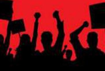 उत्तराखंड क्रांति दल से जुड़े कार्यकर्ताओं ने आंगनबाड़ी कार्यकर्ताओं के समर्थन में विधायक हॉस्टल के बाहर किया प्रदर्शन