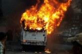 चलती बस में अचानक लगी आग, जान बचाकर कूदे लोग