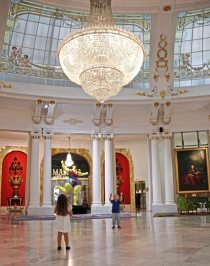 The Baccarat crystal chandelier in Hotel Negreso's Royal Lounge, Nice, France. (Patricia Sheridan/Post-Gazette)