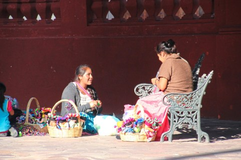 Distinction Making trinkets in the plaza in front of St. Michael the Archangel Cathedral in San Miguel de Allende, Mexico credit Patricia Sheridan