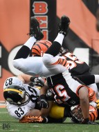 Steelers tight end Heath Miller fights for first down on 3rd and 3 against the Bengals. Peter Diana/Post-Gazette