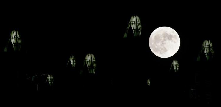 Sunday night's supermoon rises over PPG Place in Downtown Pittsburgh on Nov. 13, 2016. (Michael Henninger/Post-Gazette)