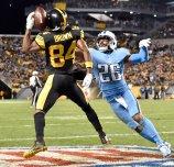 Steelers Antonio Brown pulls in a touchdown against Titans Logan Ryan in the fourth quarter at Heinz Field Thursday, November 16, 2017 in Pittsburgh. (Matt Freed/Post-Gazette)