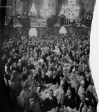 A crowd of 900 attended a banquet honoring Lindbergh at the Grand Ballroom.