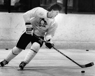 Jaromir Jagr skates at Golden Mile Ice Center, 1991 (Photo by Tony Tye, Post-Gazette)