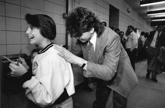Jennifer Hutchinson backed into a Jagr autograph when Penguins returned after the clincher, 1991 (Photo by Steve Mellon, The Pittsburgh Press)