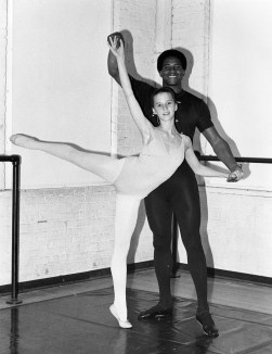 Lynn Swann and student from Pittsburgh Ballet Theater School, Oct. 1980 (Photo by Gustavo Lago, Pittsburgh Ballet Theater)