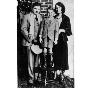 Floyd with wife Ruby and son Jack Dempsey Floyd II. (Photo credit: Unknown)