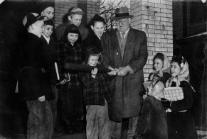 Wagner was fond of teasing adulating children with often made-up tales. Here he is at his Carnegie home with neighborhood children in January 1947. (Photo credit: unknown)