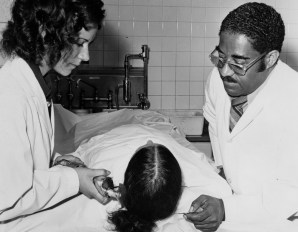 1975: Allegheny County morgue employees Patty Sopkowiak and Floyd Coles with a Jane Doe. (Pittsburgh Press photo)