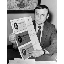 John R. Corey of the Allegheny County Health Dept. displayed the ABC grading system. (Pittsburgh Press photo)