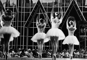July 31, 1985: PBT performing Raymonda Variations in PPG Place. (Dave Breen/The Pittsburgh Press)