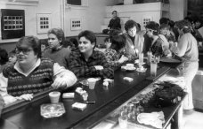 On Nov. 17, 1985, women gathered for a meeting at Wild Sisters, where they learned that a decision had been made to close the bar and restaurant. (Darrell Sapp/Post-Gazette)