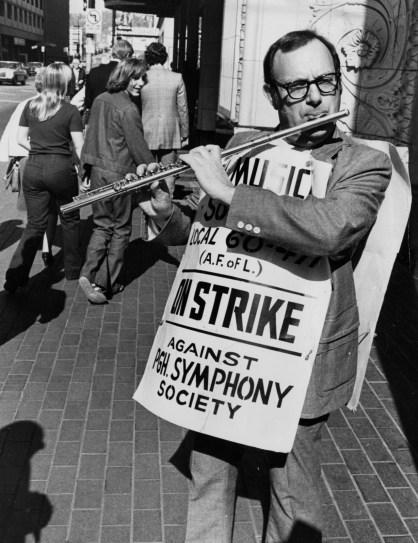 Oct. 24, 1975: Pittsburgh Symphony chief flutist Bernard Goldberg plays on the picket line outside Heinz Hall. (Morris Berman/Post-Gazette)