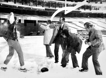 Boys from the local press and Bradshaw in a snowball fight in 1976. (Pittsburgh Press photo)