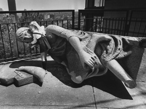 May 21, 1981: Three-year-old Amanda Palmer and Ethel, a broken statue on Mount Washington. (Andy Starnes/The Pittsburgh Press)