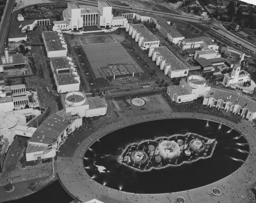 May 11, 1940: Opening day from the air. The Court of Peace is in the foreground, Constitution Mall in the center and thematic trylon and perisphere behind that. (ACME photo)