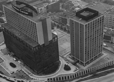 June 25, 1976: Howard Johnson hotel sits atop the Chatham Center office building, left. (Morris Berman/Post-Gazette)