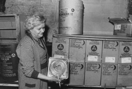 Jan. 10, 1985: Betty Workman of Carlisle's displays cans of survival crackers. (Harry Coughanour/Post-Gazette)