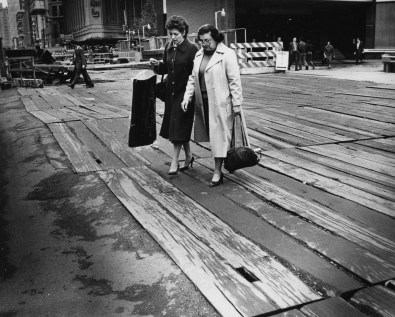 Sept. 27, 1982: Liberty Avenue became an interesting street to cross in front of the Equibank Building during subway construction. (Robert J. Pavuchak/The Pittsburgh Press)
