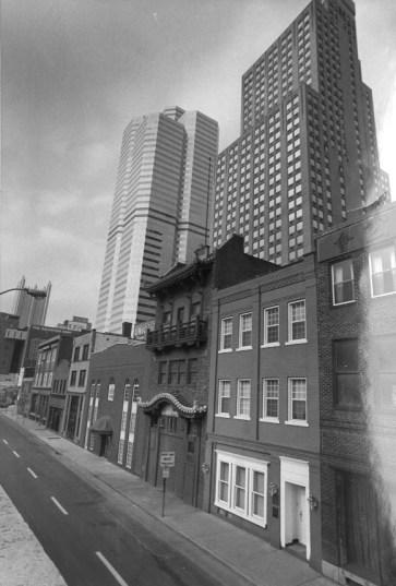 Oct. 17, 1985: A view of Chinatown looking west. (Joyce Mendelsohn/Post-Gazette)