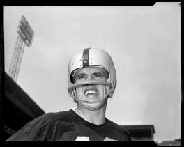 Halfback Billy Wells played only one season for the Steelers. He began his career in Washington and played for Philadelphia and Boston. After retiring from football, he played banjo and sang in a Dixieland band called Billie and his Bachelors and acted in a few television shows. He died on Christmas day in 2001. He was 70.