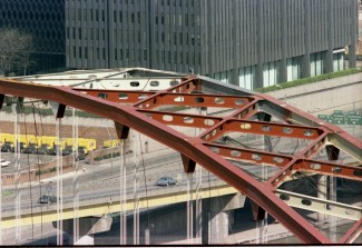 A worker atop the Fort Pitt Bridge against the backdrop of 11 Stanwix Street, 1981. (Post-Gazette photo)
