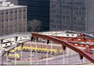 The Fort Pitt Bridge in the process of being painted, 1981. (Post-Gazette photo)